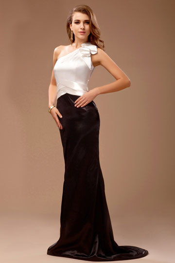 Vestido de noite contraste branco e preto sereia babados