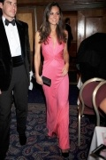 Corte Vaina Escote en V Halter Princesa Kate Vestido de Famosas