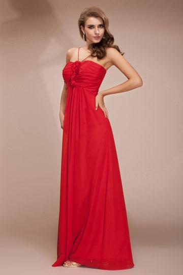 Vestido de noite vermelho bustiê com alça fina  em volta do pescoço com flores
