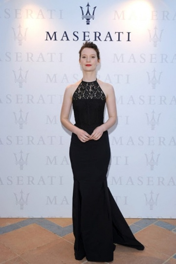 Robe longue noire Mia Wasikowska dentelle sirène