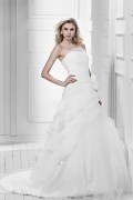 A Line / Princess Strapless Floor length Chapel Tiered & Appliques Bridal Gown