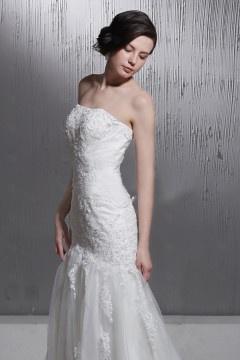 ca3c8d6b6 Maravilloso Vestido de Novia con Escote Corazón Strapless Bordado Cola  Capilla Corte A