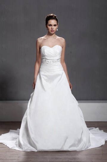 A line Sweetheart Ruched Chapel Train Wedding Dress