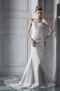 Robe mariée simple trompette en satin busteir ruchée