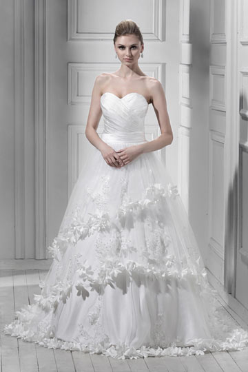 A line Sweetheart Floor Length Chapel Tiered Appliques Wedding Dress