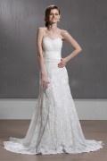Vestido de noiva renda à linha A decote em coração cauda capela