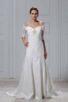 Robe de mariée vintage à épaule nue avec manche au coude à Ligne-A broderie