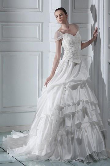 Vestido de noiva princesa com ombro cauda capela