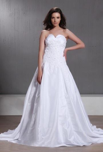 Vestido de noiva princesa linha A decote em coração cauda capela