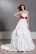 Empire Herz Ausschnitt Broschen Band Hochzeitskleid aus Taft