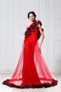 Robe de mariée moderne à bord floral rouge à bretelle en fleurs
