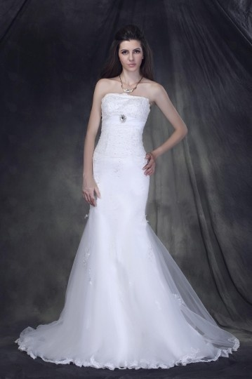Trumpet / Mermaid Sweeping Train Strapless Tulle Wedding Dress