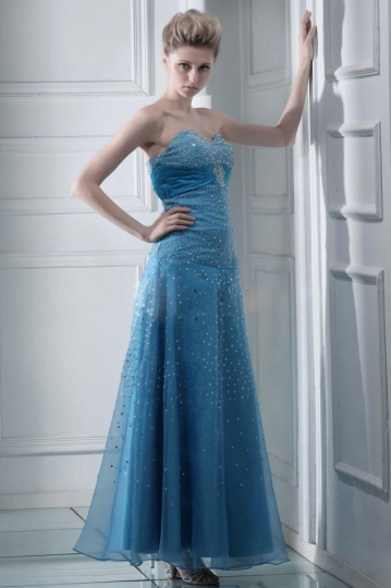 Robe de bal longue en bleu entièrement paillettée