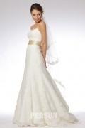 Vestido de noiva em renda decote em coração com gravata borboleta cauda curto linha-A