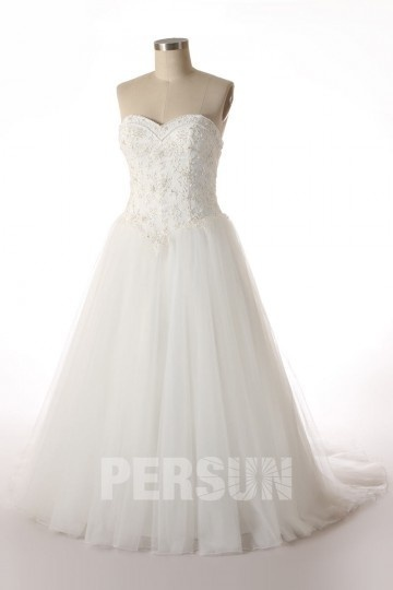 A line Strapless Sweetheart Embroidery Chapel Train Tulle Wedding Dress