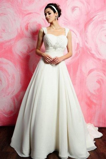 Vestido de noiva em Chiffon de seda marfim linha-A decorado de strass pregueado com alça