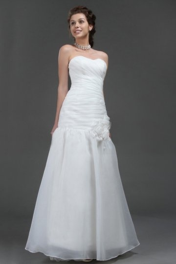 Sweetheart Applique Sweep Train Organza Wedding Dress