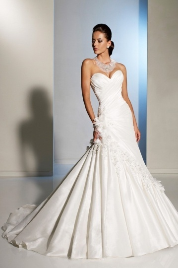 Ivory Ruched Applique Sweetheart Taffeta Wedding Dress