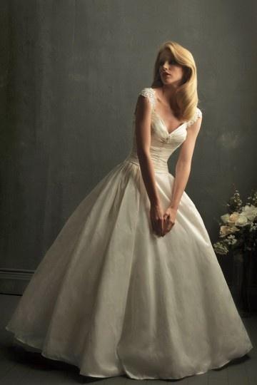 Sexy Ball gown V-Ausschnitt Ivory Brautkleider aus Taft Persun