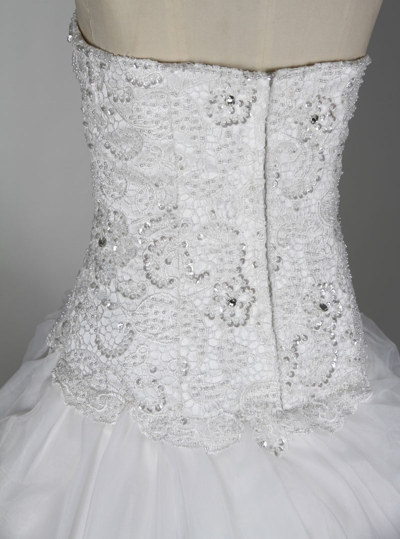 appliques wedding dress