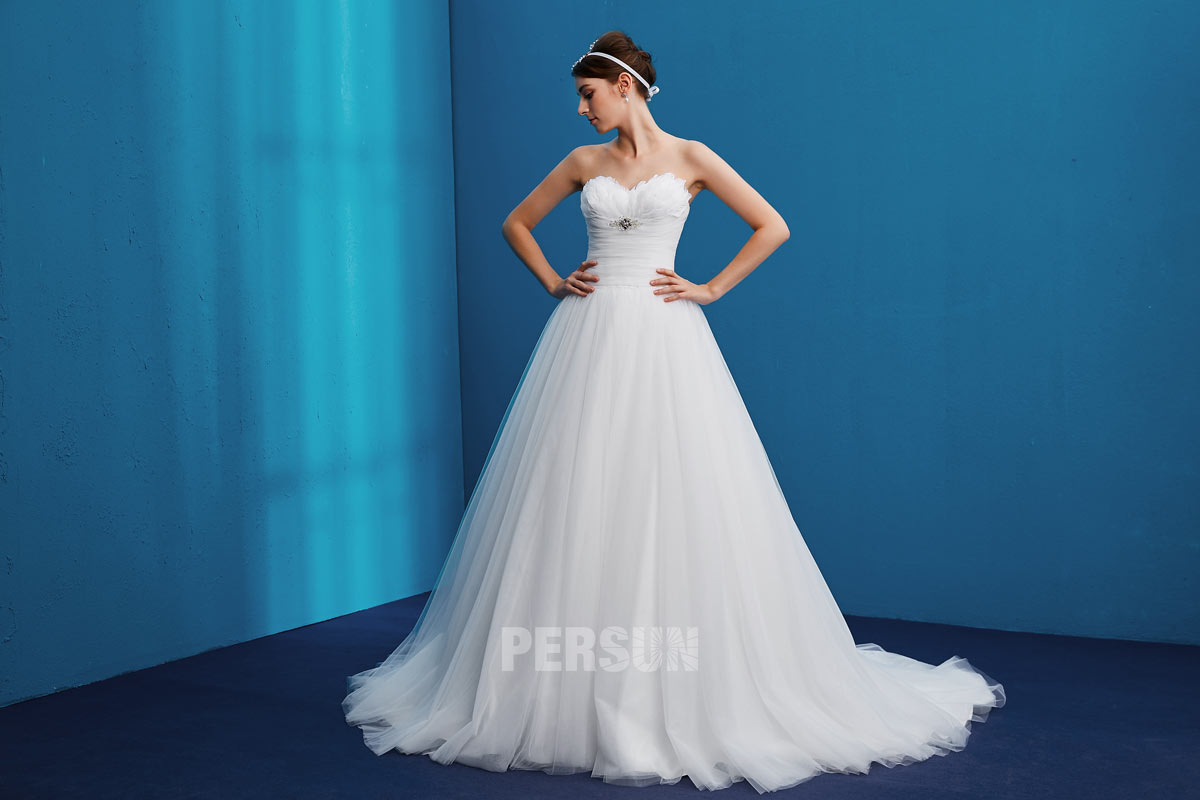 ball gown strapless wedding dress tulle beading feathers trend fashion 2019
