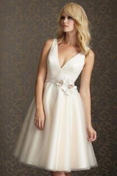Robe de mariée en tulle courte décolletée en V à A-ligne avec ruban