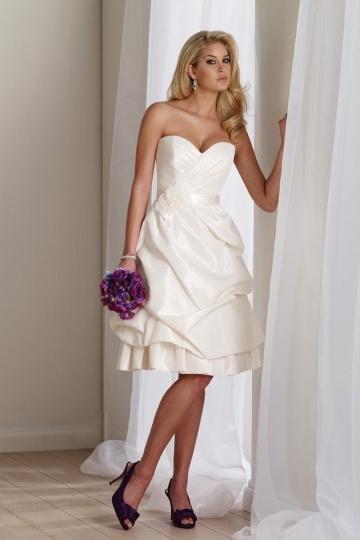 Chic Knielanges Herz-Ausschnitt A-Linie Brautkleid aus Taft Persun
