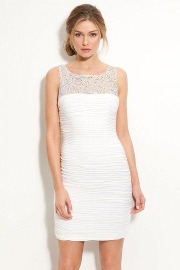Elegantes kurzes Etui-Linie Rund-Ausschnitt Brautkleider aus Chiffon Persun