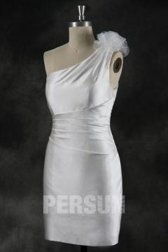 Ma Provence Robe de mariée courte une épaule fleur à la main