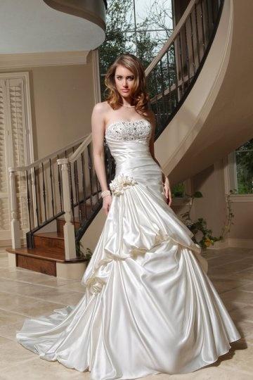 A line Strapless Beading Flower Satin Wedding Dress