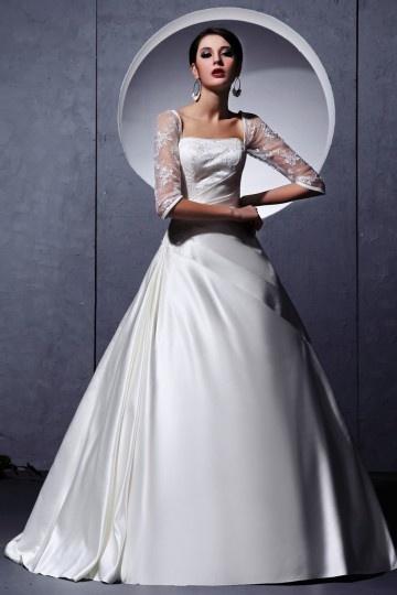 Vestido de noiva princesa decote quadrado em cetim decorado de pérola e bordado