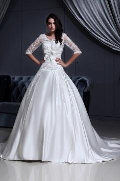 Robe de mariée dentelle décolleté en cœur ornée de applique, nœud papillon