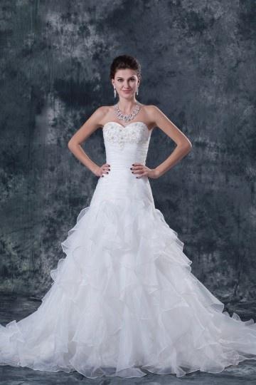 Vestido de noiva bustiê decote em coração decorado de apliques em organza