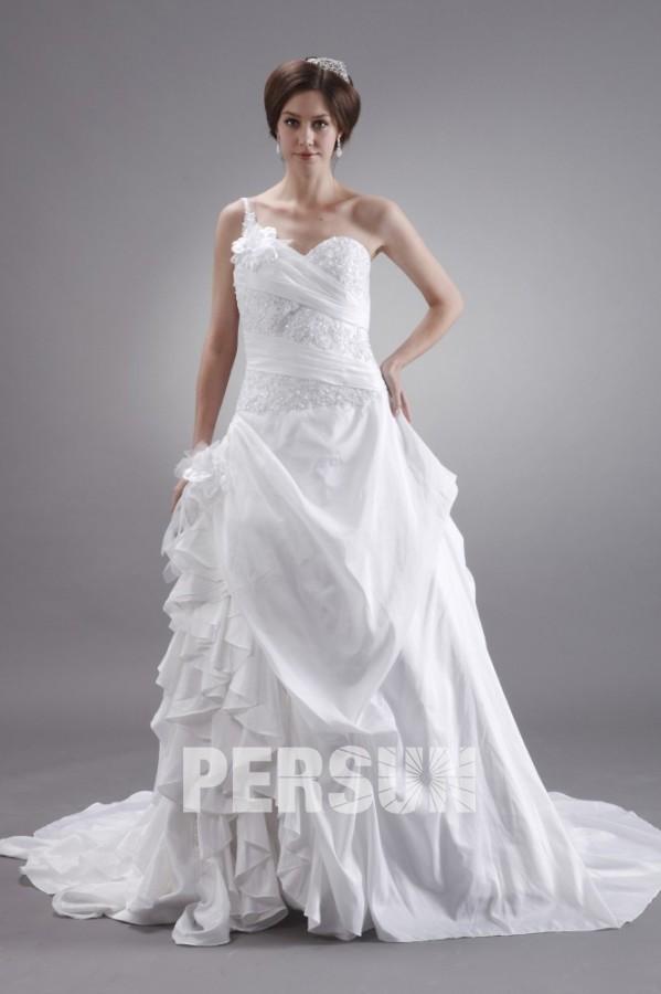 Robe de mariée blanche Ligne A décolleté en cœur avec une bretelle ...