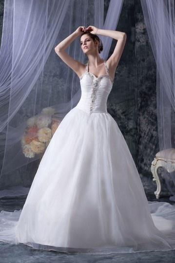 Vestido de noiva princesa decote em coração com alça no pescoço decorado de strass