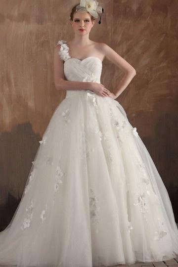 Une robe de mariée princesse pour une cérémonie au jardin