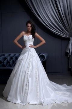 Robe de mariée bustier en tafftas Ligne A ornée de broderie, applique
