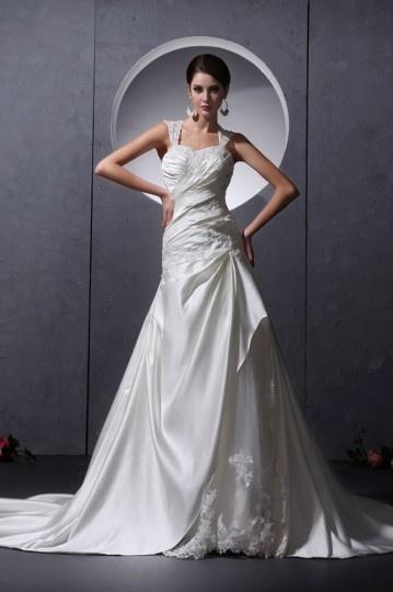 Vestido de noiva longo decote em coração com alça decorado de pérola e apliques