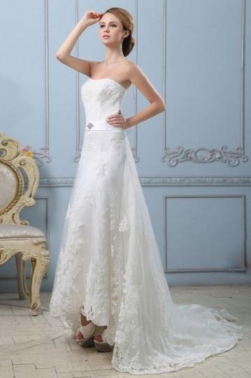 Vestido de noiva renda bustiê linha A decote em coração decorado de apliques
