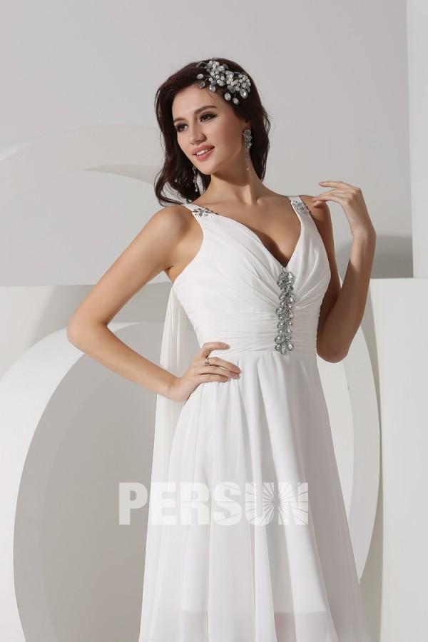 Petite robe blanche mousseline avec voilage dans le dos