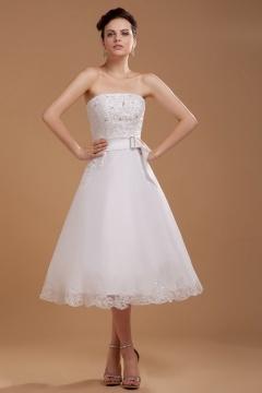 Robe de mariée bustier en organza courte ornée d'applique