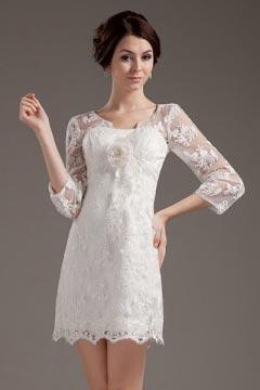 Robe de mariée dentelle ornée d'une fleur à manche 3/4