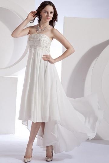 Vestido de noiva bustiê Império decorado de jóias bailha assimétrica