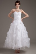 Robe de mariée bustier coeur en organza ornée de fleurs