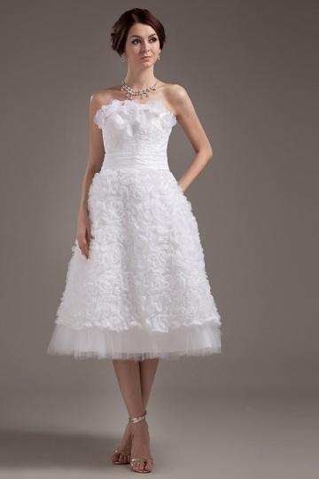 Vestido de noiva bustiê em tafetá pontilhada com flores