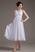 Vestido de madrinha curto decote em V pregueado em Chiffon