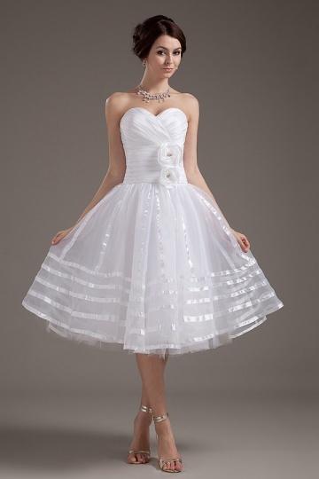 Vestido de noiva bustiê coração curto decorado de flores feitas à mão