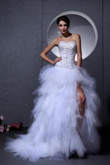 Vestido de noiva bustiê coração decorado de jóias bailha assimétrica