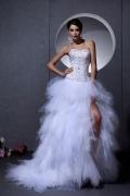 Robe de mariée bustier coeur ornée de bijoux à bord asymétrique