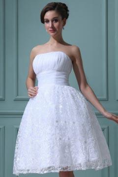 Robe de mariée princesse en dentelle bustier à jupe évasée